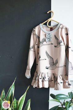 Inspiration For Kids, Sewing Clothes, Sewing Projects, Sewing Ideas, Types Of Shirts, Kids Outfits, Graphic Sweatshirt, Sweatshirts, Blouse