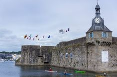 Deux semaines en Bretagne : le Finistère à vélo - Blog voyage San Francisco Ferry, Brittany, Big Ben, Explore, Building, Travel, Coins, Old Town, France Travel
