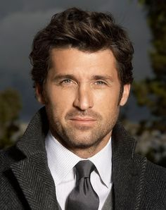 Patrick Dempsey hair is considered one of the major reason for the massive popularity of TV series Grey's Anatomy. McDreamy has always seen rocking his naturally wavy hair in the show. My Hairstyle, Cool Hairstyles, Hairstyle Tutorials, Popular Hairstyles, Mens Wavy Hairstyles Short, Wedding Hairstyles, Latest Hairstyles, Hairstyle Ideas, Short Hair Man