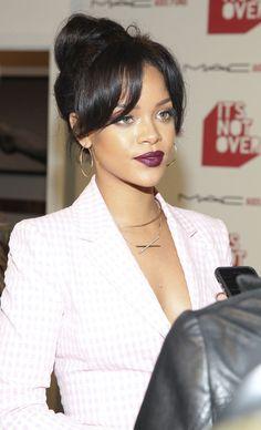 Rihanna in fab warm golden bronze skin tone + deep berry red lips makeup, bangs + top knot bun hairstyle at MAC Cosmetics and MAC AIDS Fund world premiere. Rihanna Mode, Rihanna Riri, Rihanna Style, Rhianna Fashion, Rihanna Makeup, Rihanna Outfits, Rihanna Photos, Rihanna Hairstyles, Black Girls Hairstyles