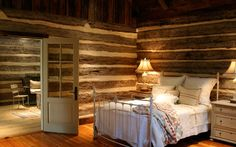 Dogtrot Cabin with Owner's Room leading to screened breezeway Love the BED Diy Cabin, Log Cabin Homes, Log Cabins, Cabin Ideas, Rustic Cabins, Barn Bedrooms, Guest Bedrooms, Rustic Bedrooms, Log Home Living