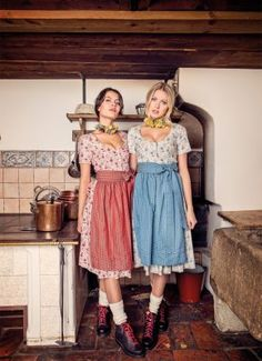 JANINA Trachten- BW Dirndl Traditionsdirndl blau rot! Country Style Outfits, German Fashion, Fashion Outfits, Trendy Outfits, Janina, Hipster, Stylish, Austria, Tops