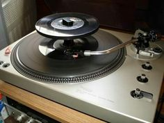Technics SL-1650 Direct-Drive Automatic Record Changer (1977)