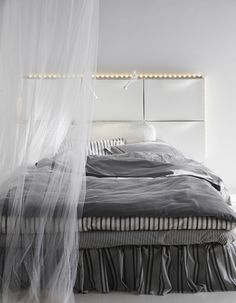 Des armoires à chaussures Ikea détournées en tête de lit