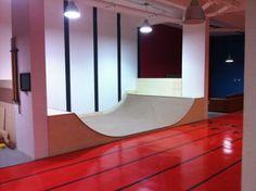 Bad ass mini ramp for tha house Skateboard Room, Skateboard Ramps, Skate Ramp, Skate Surf, Scooter Ramps, Boulder House, Mini Ramp, My Living Room, Man Cave