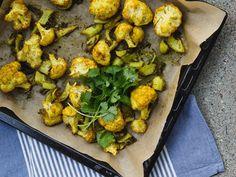 Intialaiset mausteet toimivat täydellisesti kukkakaalin kanssa. Garam Masala, Cauliflower, Vegetables, Food, Cauliflowers, Essen, Vegetable Recipes, Meals, Cucumber
