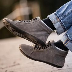 GROUNDIES® Oslo Women - Barefoot Leather Sneaker OsloThe Oslo is a comfy leather sneaker boot for simply every day. It is manufactured in Portugal using high-quality locally sourced leather. The padde Barefoot Shoes, Sneaker Boots, Cold Day, Leather Sneakers, Shoes Online, Soft Leather, Urban, Lady, Women