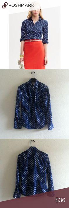 Banana Republic Navy Blue Polka Dot Button Up Size 6 in great condition 97% cotton 3% Lycra Banana Republic Tops Button Down Shirts