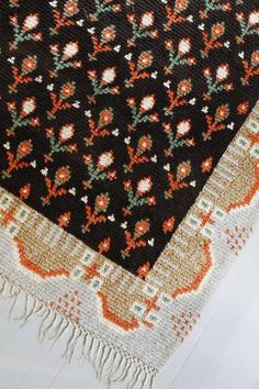 ideal rug / home of Suki Vento of Varpunen via remodelista
