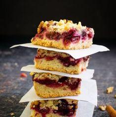 Prăjitură cu prune și blat crocant   Bucate Aromate