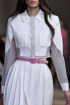 Carolina Herrera at New York Fashion Week Spring 2016 - Daily Fashion Fashion Mode, New York Fashion, Look Fashion, Fashion Details, Couture Fashion, Daily Fashion, Runway Fashion, Girl Fashion, Fashion Dresses