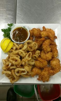 [Pro/Chef] Fried Calamari and Coconut Fried Shrimp - Culinary Student http://ift.tt/2gsVieC