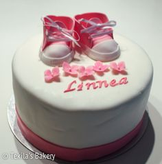 Christening cake to Linnea. With pink baby shoes and flowers