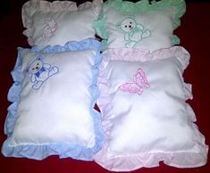 Almohada Para Bebe Y Niños - $ 100.00 en Mercado Libre Baby Sheets, Baby Bedding Sets, Baby Pillows, Simple Embroidery, Hand Embroidery Stitches, Baby Room Paintings, Pillow Crafts, Baby Gadgets, Baby Coat