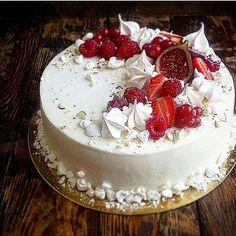 Белый торт - моя особая любовь❤❤❤А внутри он нежно ягодный