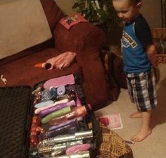 Mommy Has the Best Toys - Which One Shall I Play With? - Parenting Fail: Hey mom time to hide your stash. This little guy really has no idea the kind of toys yo Parenting Done Right, Parenting Teenagers, Parenting Memes, Parenting Books, Gentle Parenting, Stupid People Funny, Funny Shit, Funny Stuff, Hilarious