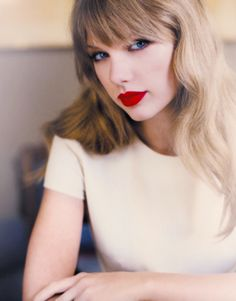 Red lips and blond hair! - Taylor Swift - Damen un Mann Schonheit Taylor Swift Hot, Style Taylor Swift, Red Taylor, Swift 3, Beautiful Taylor Swift, Taylor Swift Wallpaper, Taylor Swift Pictures, American Singers, Red Lips