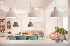 Muuto in Copenhagen - Muted pop of colors x Shades of grey - Natural wood being the focal point. Scandinavian Interior, Home Interior, Interior Design, Deco Restaurant, Do It Yourself Design, Muuto, Home Decoracion, Love Home, Office Interiors