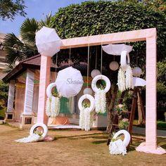 Surreal Ideas to Add White Umbrellas to your Wedding Decor Desi Wedding Decor, Wedding Hall Decorations, Diy Wedding Backdrop, Marriage Decoration, Wedding Entrance, Wedding Theme Ideas Unique, Wedding Table, Umbrella Decorations, Backdrop Decorations
