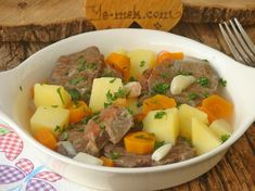 Boiled meat recipe with vegetables in the pot, how? Peeling Potatoes, Mashed Potatoes, Olives, Vegetable Recipes, Meat Recipes, Recipe For 4 People, Cracked Heel Remedies, Pots, La Marmite