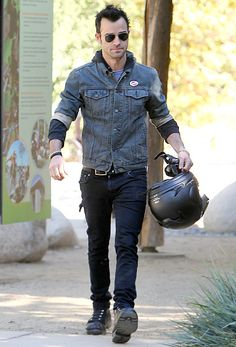 """Justin Theroux wore an """"I Voted"""" sticker in L.A. on Nov. 6."""