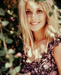 """1968 — """"Sharon Tate by Alan Pappé"""" Posted by Lily Laurent (Sharon Tate Fan) Sharon Tate, Nancy Sinatra, Al Pacino, Hippie Style, 70s Style, Brigitte Bardot, Boho Outfits, Roman Polanski, Actrices Hollywood"""