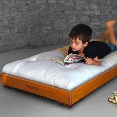 Das Woodly Pure Kinderbett wird aus ökologischen, schadstofffreien Materialien zu 100% von Hand gefertigt und ist vielfältig einsetzbar.