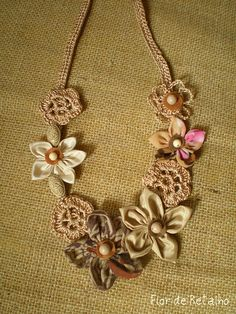 Necklace: crochet and fuxico
