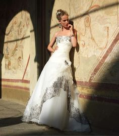 Valentini Spose - Abiti da sposa in Puglia - abito da sposa 2012 2013 - Abito da Sposa Pizzo Bordo Marrone