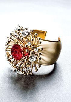Fashion Jewelry A Collection by Barbara Berger en el Museum of Arts and Design