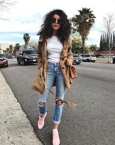 "24.7k aprecieri, 234 comentarii - SAZAN HENDRIX (@sazanhendrix) pe Instagram: ""Happy Sunday You can shop the look now on sazan.me/shop #denimstyle"""