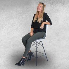 Deze leuke #stoel en vele andere modellen kan je nu ontdekken bij BE-Okay! 🧡 GENIET NU OP 5 + 1 GRATIS TIJDENS ONS #STOELENFESTIVAL OP AANGEDUIDE MODELLEN IN DE WINKEL. 👍🏻 • • • #be_okay_youngliving #be_okay #decoratie #decoration #beokay #becool #besmart #interior #decoratie • Model @emma.vancoillie Young Living, Concept, Furniture