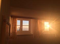 Blick aus einem unserer neuen Zirben Komfortzimmer beim Sonnenaufgang! Lodge am Krippenstein Höchste Unterkunft in Obertraun Restaurant, Curtains, Home Decor, Sunrise, Blinds, Decoration Home, Room Decor, Diner Restaurant, Restaurants