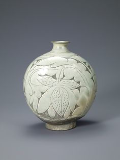Flask-Shaped Bottle with Incised Peony Decoration. Joseon Period, second half of the 15th century.  Samsung Museum of Art, Seoul, Treasure no. 1388