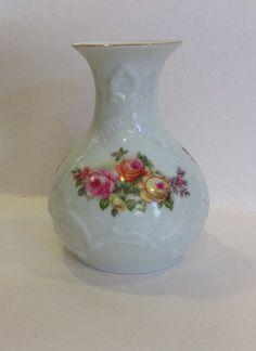 Hey, diesen tollen Etsy-Artikel fand ich bei https://www.etsy.com/de/listing/486082403/vintage-vase-royal-porzellan-bavaria-kpm