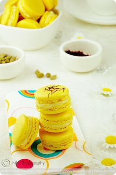 What's For Lunch Honey? | Experience Your Senses: Daring Bakers: Saffron Macarons with Cardamom White Chocolate Ganache