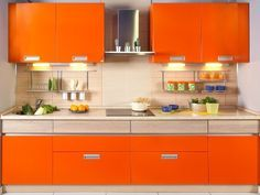 I could make so many delicious things in an orange kitchen. Kitchen Cabinets Color Combination, Orange Rooms, Orange Kitchen, Art Deco Home, Color Naranja, Interior Design Inspiration, Colour Inspiration, Interior Ideas, Orange Color