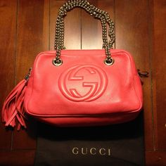 """EUC Gucci Soho small chain shoulder bag Gorgeous deep coral Gucci double chain shoulder bag. Eeeeeexxxxxcellent condition for pre owned. Natural cotton linen lining. No pen marks or stains. Chains are detachable. Strap drop is 7.9 inches. Chains are light gold and to me could pass for silver (can be worn with any metal!) Leather is soft and supple. Length 11"""". Height 7"""". Gucci Bags Shoulder Bags"""