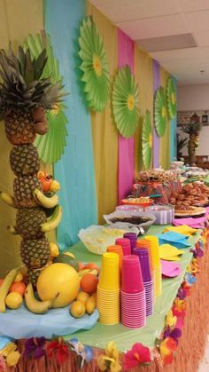 A luau is a traditional Hawaiian party or feast that is usually accompanied by entertainment. Here are some gorgeous decor and serving ideas for such party. Aloha Party, Hawaiian Luau Party, Hawaiian Birthday, Hawaiian Theme, Tiki Party, Luau Birthday, Hawaiin Party Ideas, Hawaiin Theme Party, Beach Party