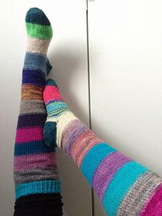 May Your Days Be Merry Socks a free pattern