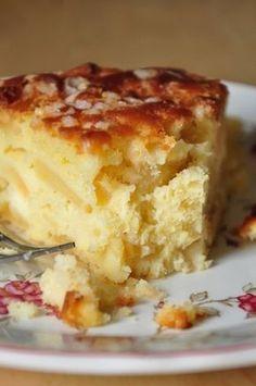 """Madeleine cake"" with apples Ketogenic Recipes, Keto Recipes, Cake Recipes, Cooking Recipes, Mississippi Mud Brownies, Madeleine Cake, Keto Results, Biscuits, Vanilla Cake"