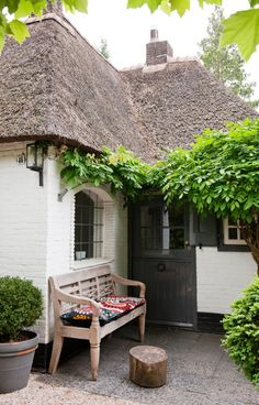 My mom grew up in a house with a thatched roof Style Cottage, Cute Cottage, Cottage Living, Cottage Homes, Country Living, Tudor Cottage, Cottage Porch, Cottages Anglais, Bohemian Chic Home