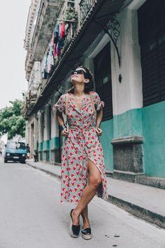 ¡¡Hola chic@s!! Hoy os enseño las fotos que sacamos mientras recorríamos la vieja Habana. Hacía muchísimo calor ese día, se me hincharon los pies y todo de la humedad, pero aún así daba gusto caminar