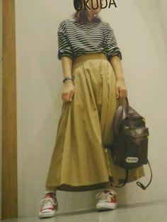 ********** シンプルなボーダー に ずるっとチノスカート さし色に大好きなCONVERSE