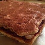 Meggyes mascarpone-s sütemény | mókuslekvár.hu Tiramisu, Pancakes, Breakfast, Ethnic Recipes, Food, Mascarpone, Morning Coffee, Essen, Pancake