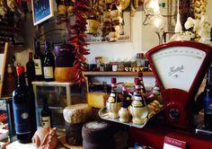 """Bellissima scoperta nel comune di San Miniato BASSO!!  La Macelleria-Norceria """"Lo Scalco"""" ha aperto una bottega (proprio adiacente alla macelleria) con degustazione salumi di produzione propria con formaggi e vini tipici locali.  Il piccolo ma ben fornito locale offre 10 posti a sedere dove poter degustare anche alcuni primi sempre di produzione locale: pappa al pomodoro, ribollita, zuppe polpettine, fegatelli.......Via Tosco Romagnola Est 557 San Miniato Basso (Pisa) Tel. 0571418764."""