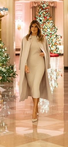 First Lady Melania Trump put the final touches on this year's White House Christmas decor in a custom knit dress by Hervé Pierre. First Lady Church Suits, Church Suits And Hats, Church Hats, Livingston, First Lady Portraits, Milania Trump Style, French First Lady, American First Ladies, American Women
