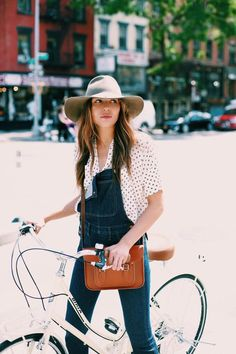 Natalie Suarez from Natalie Off Duty takes us to her favourite places in New… Summer Fashion Outfits, Spring Fashion, Winter Outfits, Street Style Summer, Spring Style, Denim Fashion, Street Fashion, Denim Overalls, Jeans