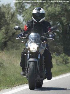 Punta de los pies hacia el suelo = peligro en moto