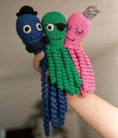 Søde hæklede sprutter - Hendes Verden - ALT.dk Crochet Baby Toys, Knit Or Crochet, Baby Knitting Patterns, Crochet Patterns, Crochet Octopus, Baby Socks, Handicraft, Needlework, Mest Populære